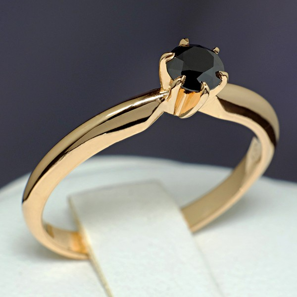 Gold or Platinum engagement ring with Black Diamond i012Dn