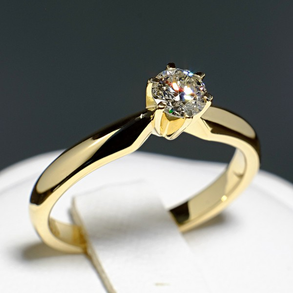 Gold or Platinum engagement ring with Diamond i017p6