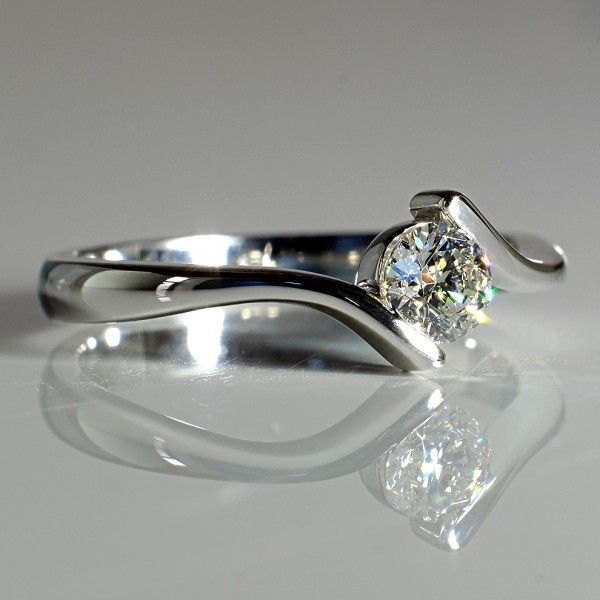 Gold or Platinum engagement ring with Diamond i060