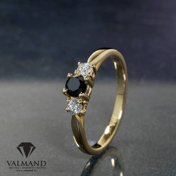 Gold or Platinum engagement ring with Black Diamond and Colorless Diamonds i025DnDi
