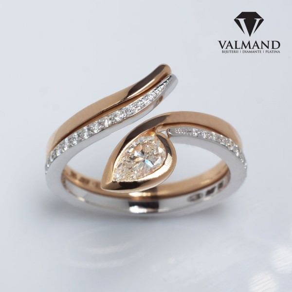 Gold or Platinum engagement ring with Pear cut Diamond i1187dipadi