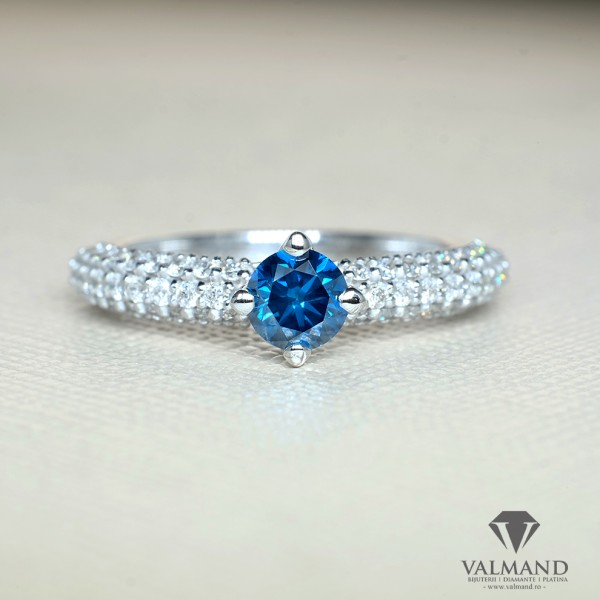 Gold or Platinum ring with Blue Diamond and secondary Diamonds 906Dbdi