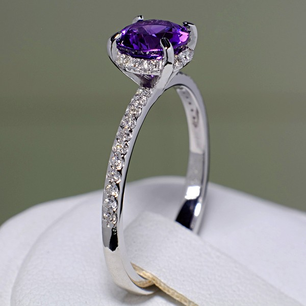 Gold ring with Amethyst and Diamonds i164AmDi