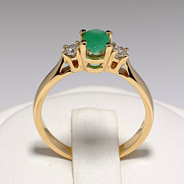 Gold ring with Emerald and Diamonds i015SmODi