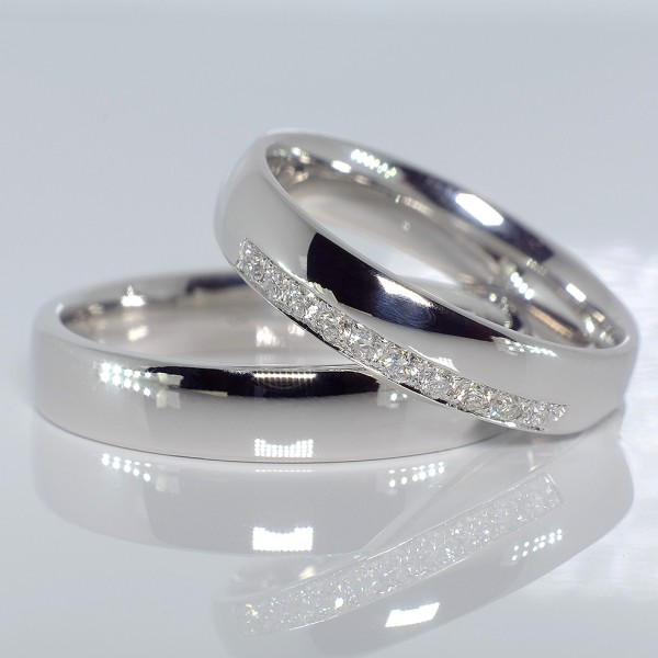Gold or Platinum wedding rings with Diamonds v080