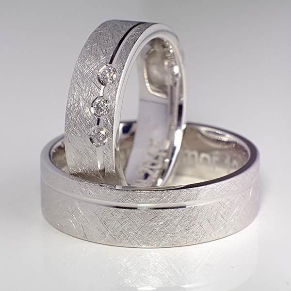 Gold or Platinum wedding rings with Diamonds v088