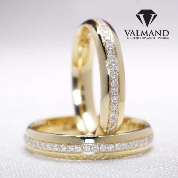 Gold wedding rings with Diamonds v119